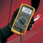 Fluke_88V_Digital_Multimeter_Cetm_hand-min